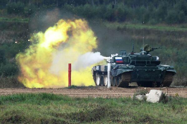 Posádky tanků T-72B3 ruských ozbrojených sil během soutěže Tankový biatlon 2021 - Sputnik Česká republika