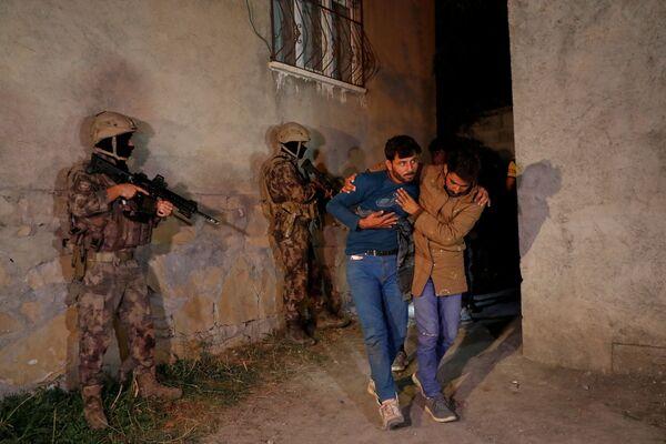 Operace tureckých bezpečnostních složek v pohraničním městě Van, při níž byli zadrženi migranti, převážně z Afghánistánu - Sputnik Česká republika