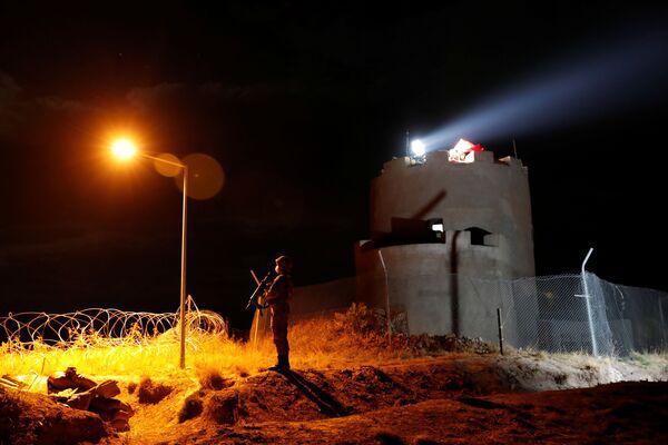 Turečtí vojáci střeží vojenské stanoviště na turecko-íránské hranici - Sputnik Česká republika