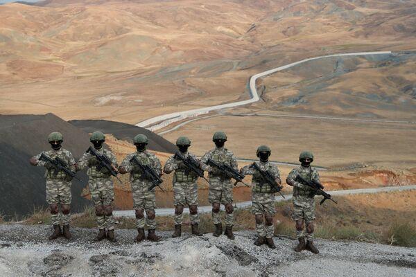 Turecké komando střeží turecko-íránskou hranici - Sputnik Česká republika