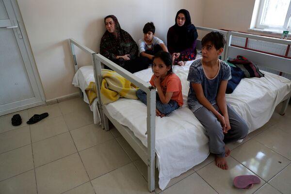 Rodina afghánských uprchlíků v migračním centru v Turecku - Sputnik Česká republika