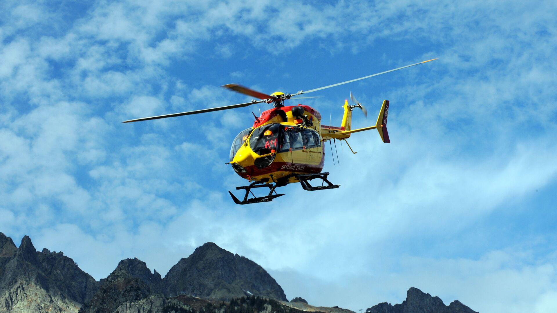 Záchranný vrtulník na italské straně hory Grandes Jorasses v Montblanském masivu. Ilustrační foto - Sputnik Česká republika, 1920, 25.08.2021