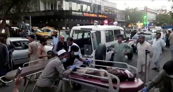 Zraněná osoba po teroristických útocích v Kábulu. - Sputnik Česká republika