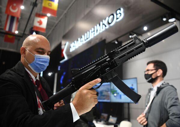 Pistole-kulomet PPK-20 od koncernu Kalašnikov. - Sputnik Česká republika