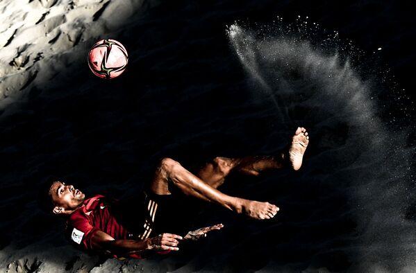 Hráč španělské reprezentace v plážovém fotbalu Chiky během Mistrovství světa 2021. - Sputnik Česká republika