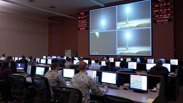 Испытательный запуск ракеты Minuteman III на авиабазе Ванденберг, Калифорния - Sputnik Česká republika