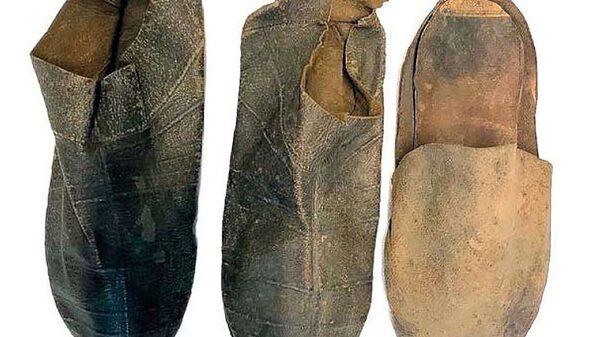 Kožené boty, které byly nalezeny v domě Michelangela - Sputnik Česká republika
