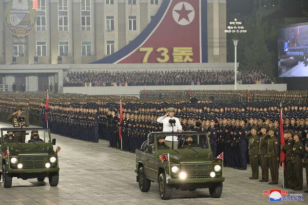 Vojenská přehlídka k 73. výročí založení KLDR - Sputnik Česká republika