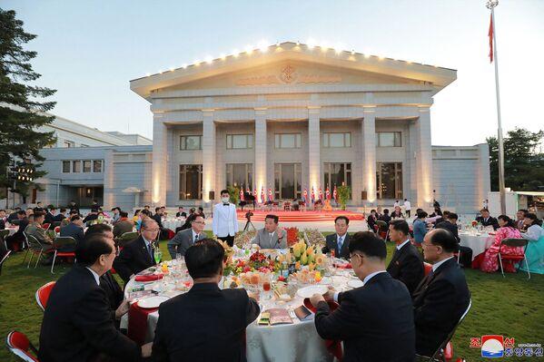 Severokorejský vůdce Kim Čong-un se účastní oslav 73. výročí založení Severní Koreje - Sputnik Česká republika