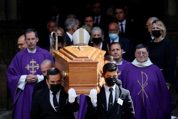 Smuteční obřad Jeana-Paula Belmonda v kostele Saint-Germain-des-Prés v Paříži - Sputnik Česká republika