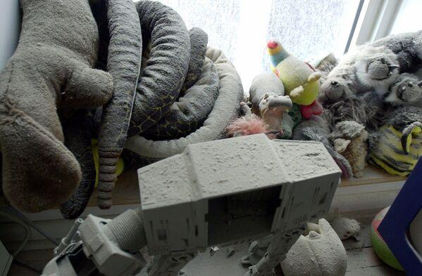 Hračky pokryté prachem a popelem v dětské ložnici v bytě Jerome a Joelle Bonnouvrierových na 47 West Street poblíž budov WTC - Sputnik Česká republika