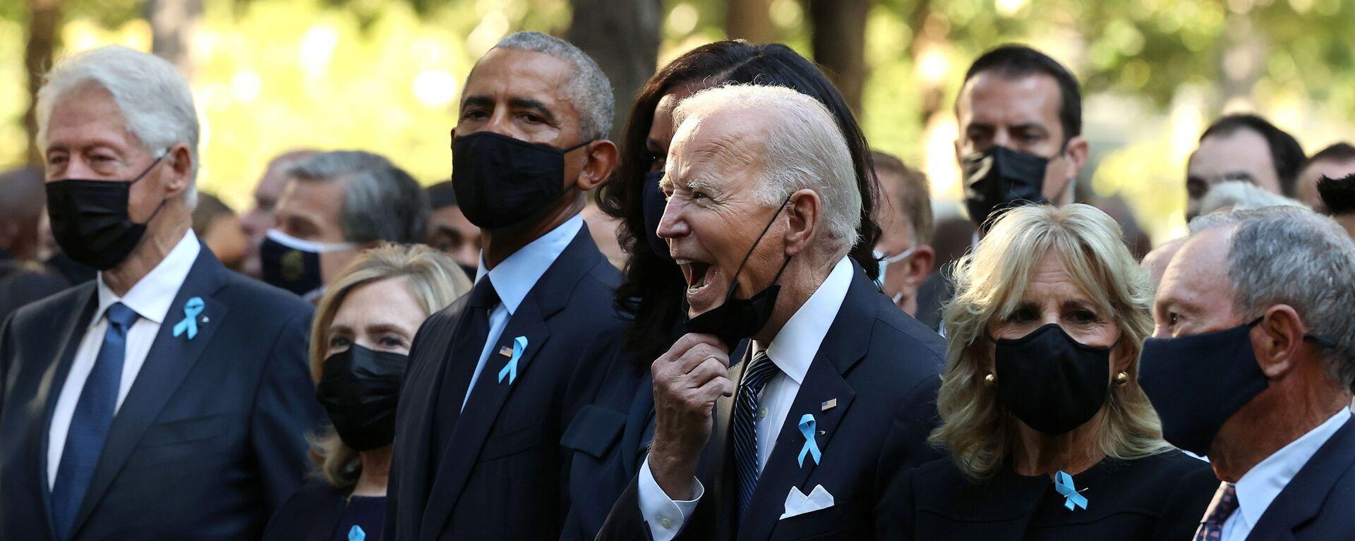 Президент США Джо Байден в окружении бывших лидеров США на траурной церемонии памяти жертв терактов 11 сентября 2001-го в Нью-Йорке - Sputnik Česká republika, 1920, 11.09.2021