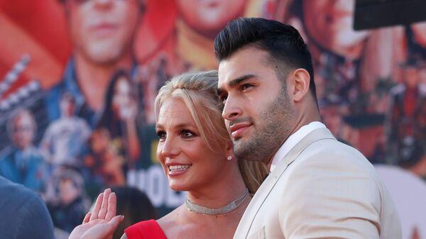 Americká zpěvačka Britney Spears se svým přítelem Samem Asgharim - Sputnik Česká republika