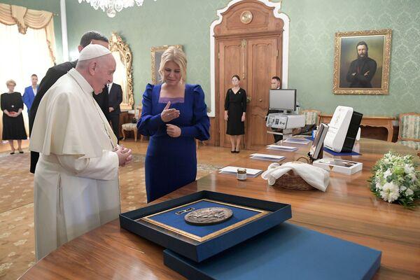Setkání papeže Františka se slovenskou prezidentkou Zuzanou Čaputovou v Prezidentském paláci v Bratislavě - Sputnik Česká republika