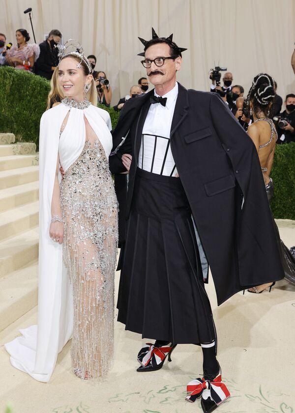 Britská herečka Emily Blunt a anglický módní novinář Hamish Bowles. - Sputnik Česká republika