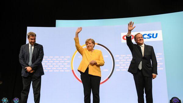 Глава партии ХСС Маркус Зёдер, канцлер Германии Ангела Меркель, и кандидат на место канцлера от партии ХДС / ХСС Армин Лашет выступают вместе в Берлине, Германия - Sputnik Česká republika