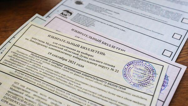 Бюллетени во время досрочного голосования на выборах депутатов Государственной Думы в одной из отдаленной территории Мурманской области - Sputnik Česká republika