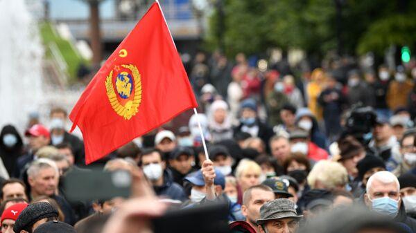 Участники встречи граждан с депутатами Госдумы и Мосгордумы от КПРФ на Пушкинской площади в Москве во время митинга в рамках всероссийской акции за честные выборы - Sputnik Česká republika