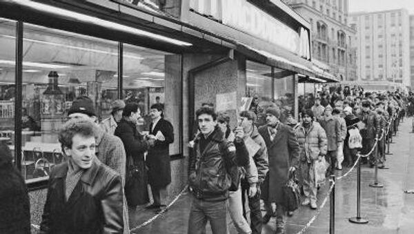 Otevření první restaurace McDonald's v Moskvě, rok 1990 - Sputnik Česká republika