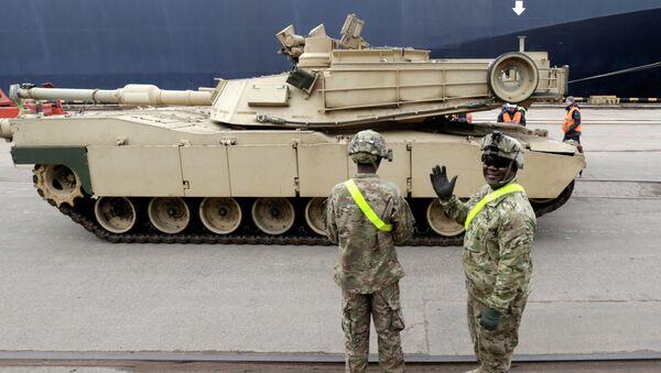 Americký tank Abrams v Pobaltí - Sputnik Česká republika