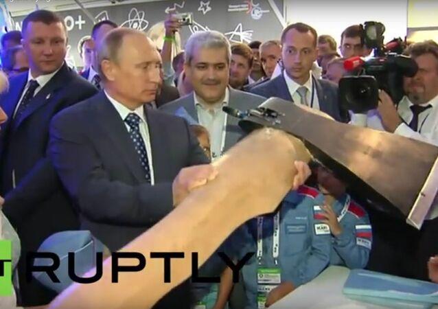 Putin a obrovská létající sekera na MAKS 2015