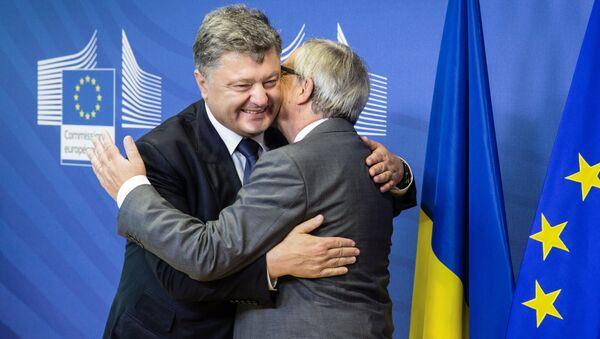 Petro Porošenko a Jean-Claude Juncker - Sputnik Česká republika