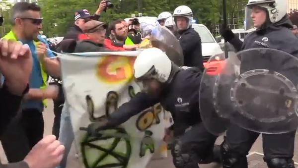 Celá Evropa je v Bruselu. V Belgii proběhla akce žlutých vest během voleb do Evropského parlamentu (VIDEO)  - Sputnik Česká republika