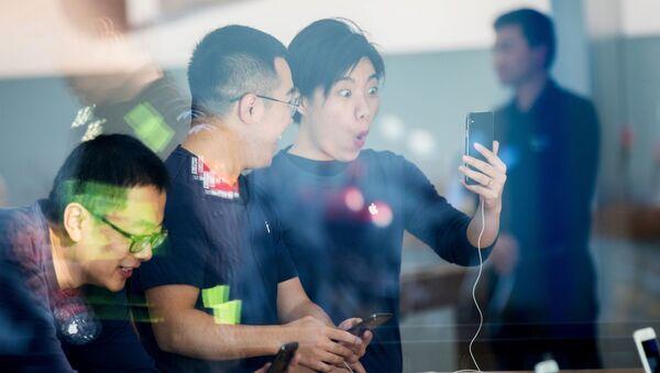 Číňané si pořizují iPhone X - Sputnik Česká republika
