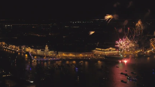 Úchvatný barevný ohňostroj a Guinessův rekord na počest výročí ruského Petrohradu (VIDEO)  - Sputnik Česká republika