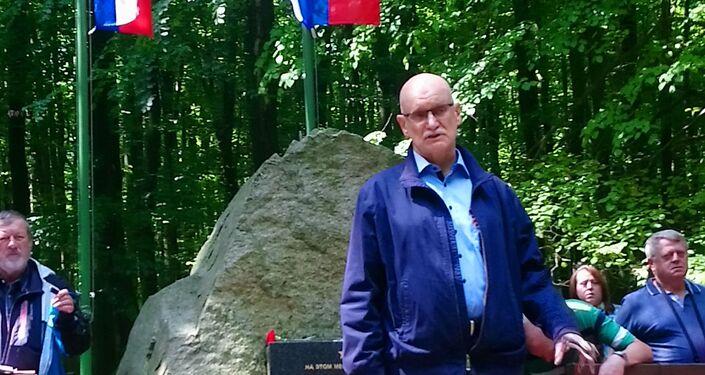 K památníku padlých rudoarmějců se přišli poklonit stovky vděčných obyvatel Bratislavy