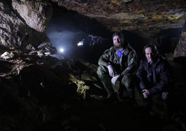 Ruský ufolog Nikolaj Subbotin během výpravy