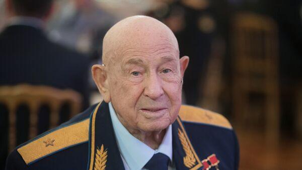 Slavný kosmonaut Alexej Leonov slaví  85. výročí  - Sputnik Česká republika