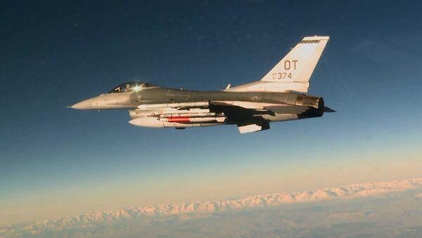 Americký stíhací letoun F-16C - Sputnik Česká republika