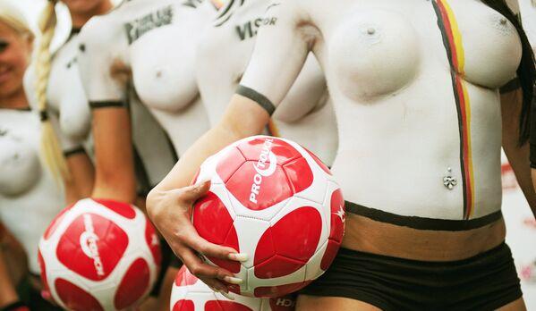 Opravdu žena potřebuje tento druh spodního prádla?   - Sputnik Česká republika