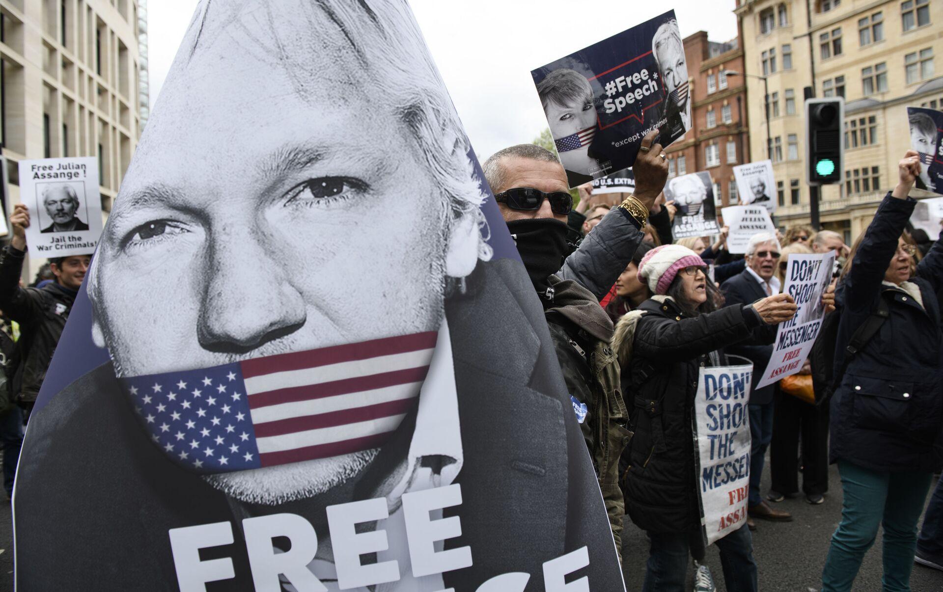 Julian Assange nebude čelit slyšení o extradikci do USA dříve než v únoru  roku 2020 - 14.06.2019, Sputnik Česká republika