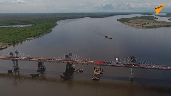 Naschvál Americe? Obě strany mostu mezi Ruskem a Čínou jsou spojeny - Sputnik Česká republika