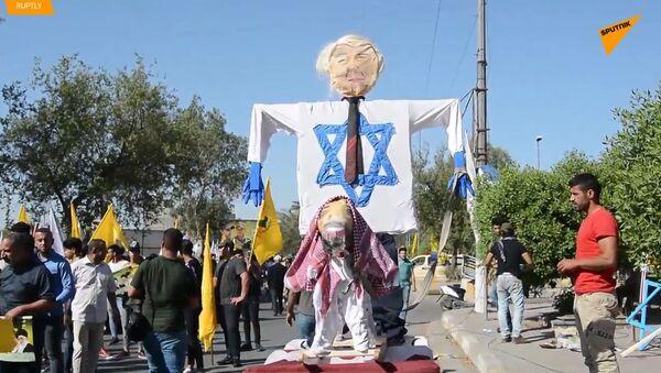 Nenávist vůči Izraeli a USA: Pálení vlajek během Dne Kuds napříč Blízkým východem - Sputnik Česká republika