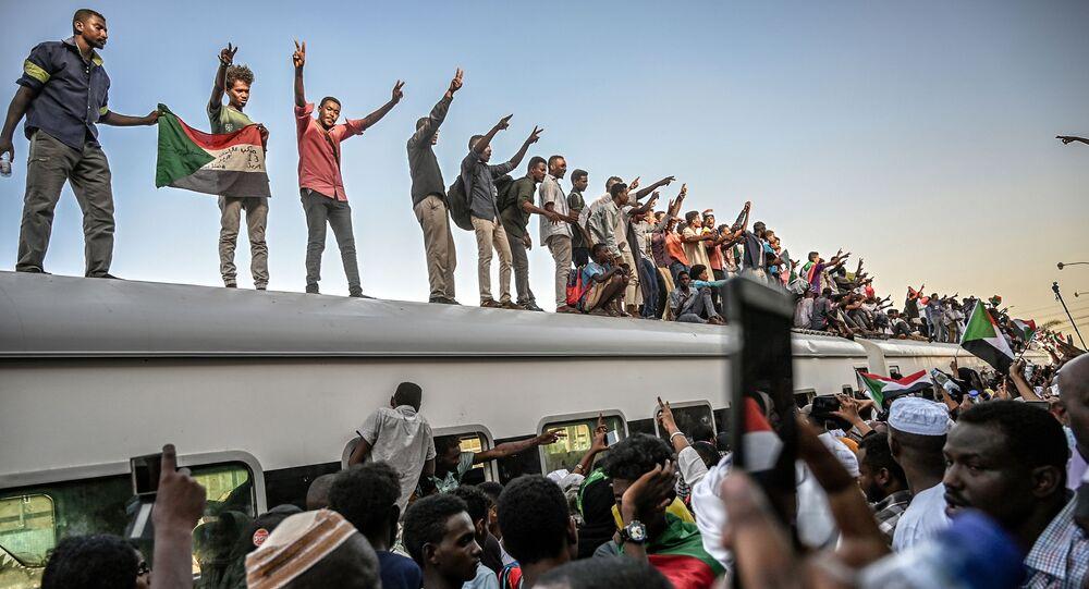 Demonstranti v Súdánu