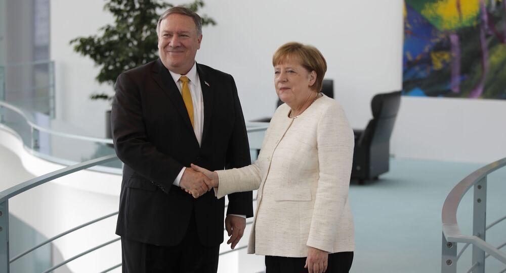 Angela Merkelová a Mike Pompeo