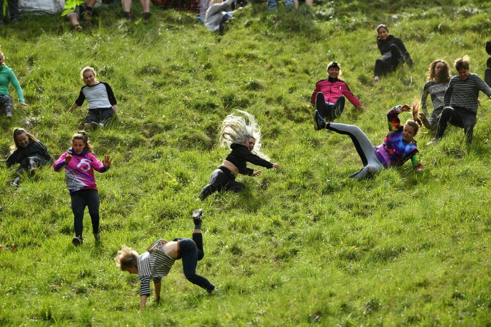 Tradiční honba za sýrem na svazích kopce Cooper's Hill v jihozápadní Anglii (dne 27. května 2019).