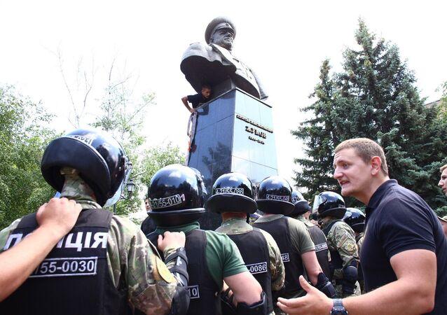 Nacionalisté strhli památník maršálu Žukovu v Charkově