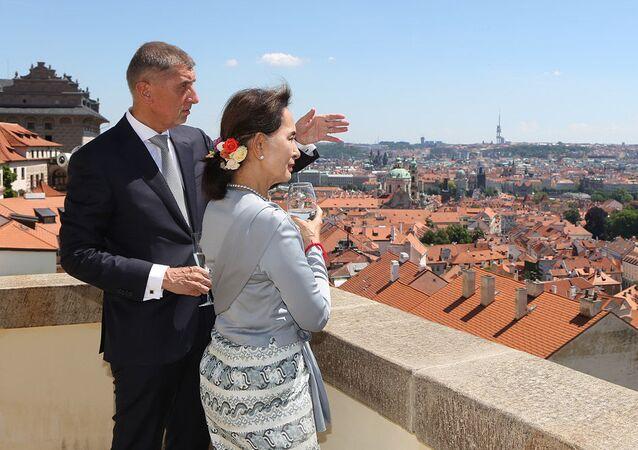 Český premiér Andrej Babiš a státní poradkyně Aun Schan Su Ťij