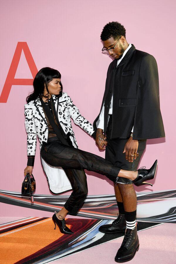Zpěvačka Teyana Taylor s manželem basketbalistou Imanem Shumpertem na slavnostním udělování módních cen CFDA Fashion Awards. - Sputnik Česká republika