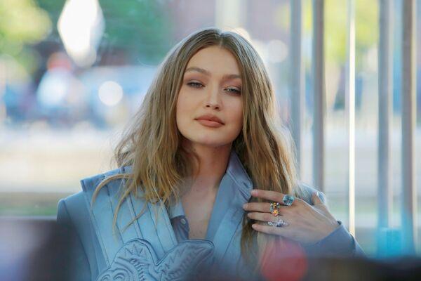 Modelka Gigi Hadid na slavnostním udělování módních cen CFDA Fashion Awards. - Sputnik Česká republika