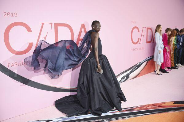 Modelka Alek Wek na slavnostním udělování módních cen CFDA Fashion Awards. - Sputnik Česká republika