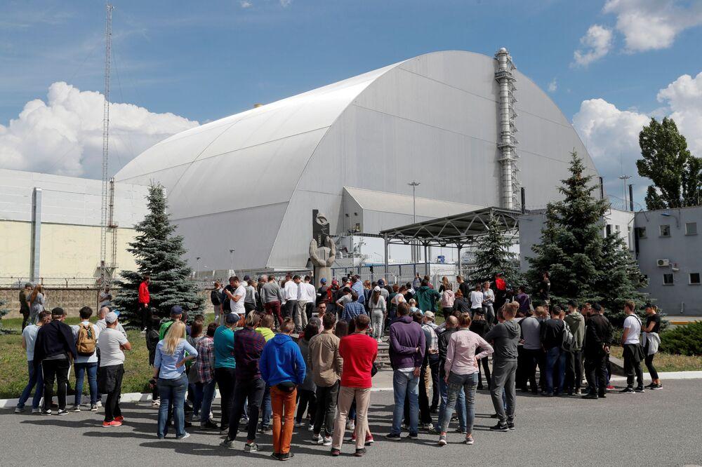 Turisté během návštěvy jaderné elektrárny v Černobylu.