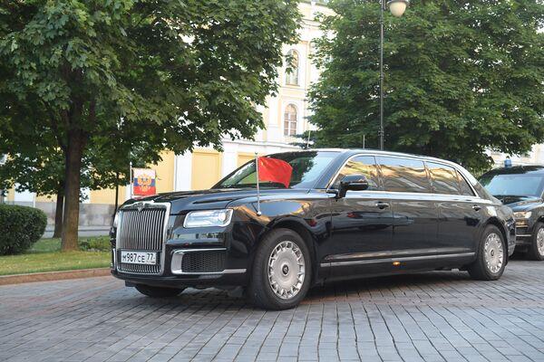 Prezident Vladimir Putin a předseda ČLR Si Ťin-pching se vydali na další akce v limuzíně Aurus - Sputnik Česká republika