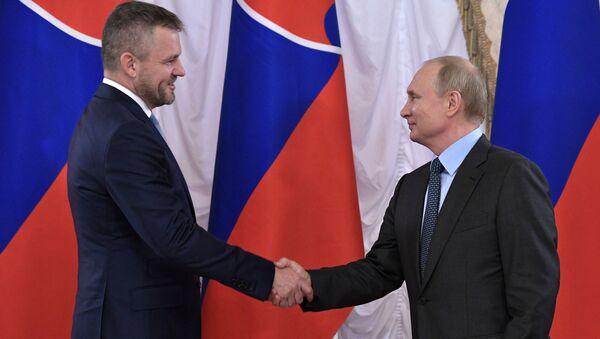 Ruský prezident Vladimir Putin a slovenský premiér Peter Pellegrini - Sputnik Česká republika