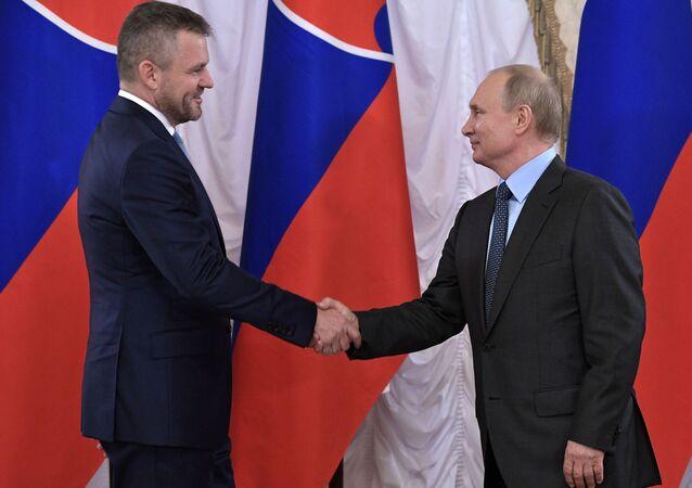 Ruský prezident Vladimir Putin a slovenský premiér Peter Pellegrini
