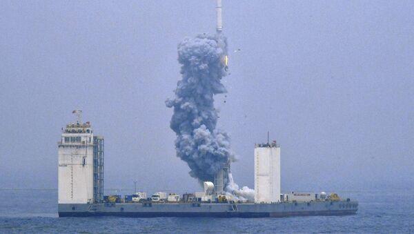 Čína vypustila raketu Dlouhý pochod 11 z plovoucího kosmodromu  - Sputnik Česká republika